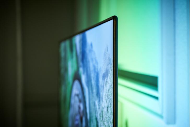 Фото №2 - Экран как произведение искусства: что такое технология Ambilight и как она изменила наши зрительские привычки