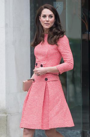 Фото №35 - Королевский дресс-код: любимые сумки герцогини Кембриджской