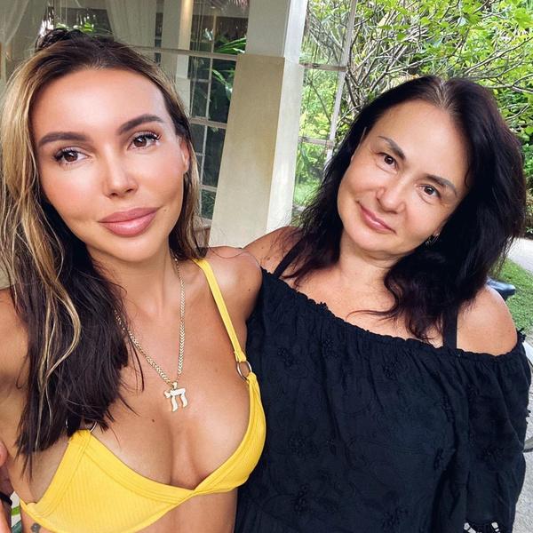 Фото №2 - «Как сестры»: Оксана Самойлова показала свою моложавую маму