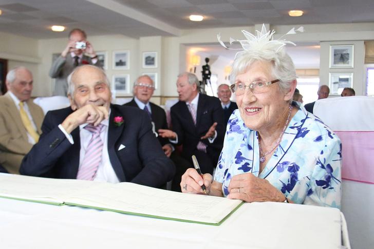 Фото №1 - Британские супруги стали самыми старыми молодоженами в мире