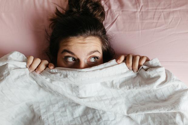 Как побороть стеснение в постели перед мужчиной, как решиться на эксперименты в постели, совет психолога, сексолога