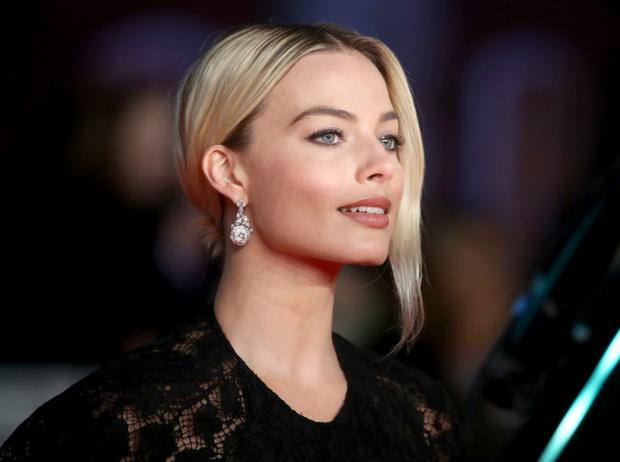 Фото №2 - BAFTA-2020: самые стильные звезды на ковровой дорожке церемонии