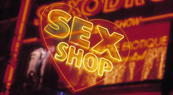 Смотреть порно полезно для пары?