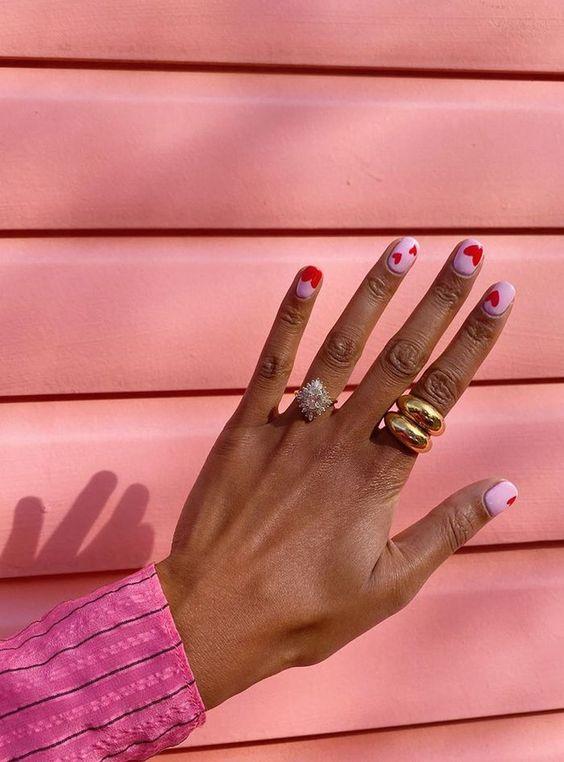 Фото №4 - Go pink! 15 идей розового маникюра