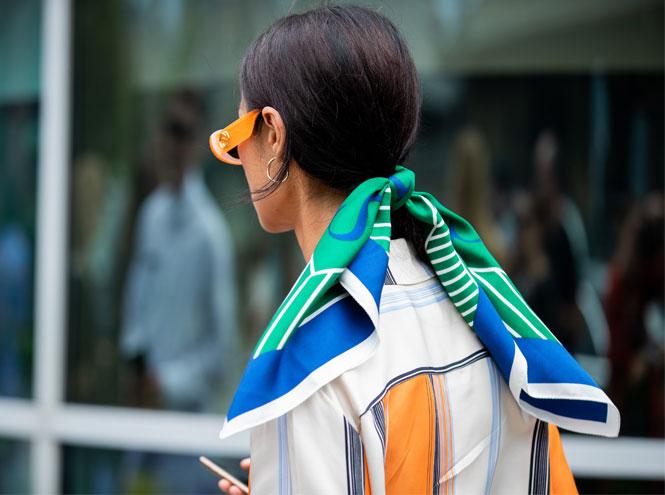 Фото №25 - Как носить шелковые платки: 10 самых простых и стильных способов