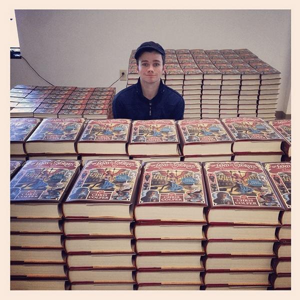 Фото №11 - Звездный Instagram: Знаменитости и книги
