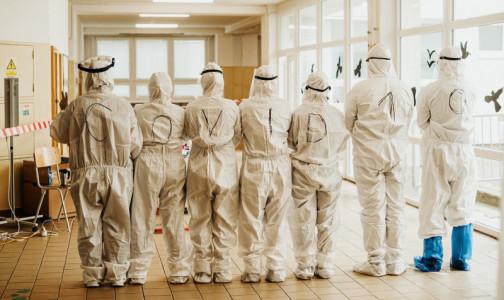 Фото №1 - «Вторая волна» COVID-19 уничтожает цвет петербургской медицины. Они были легендарными врачами