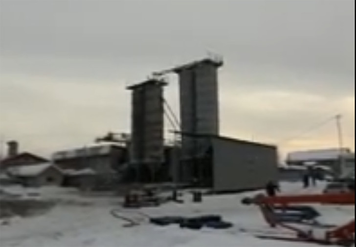 Фото №1 - В Томске мужик приехал снимать демонтаж технического объекта, но снял гибель своей машины (эмоциональное видео)