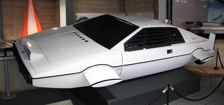 Фото №1 - Илон Маск рассказал о планах создания автомобиля-подлодки