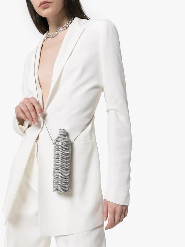 Фото №2 - Фэшн-гидратация: 15 бутылок и сумок для них, которые захочется носить каждый день