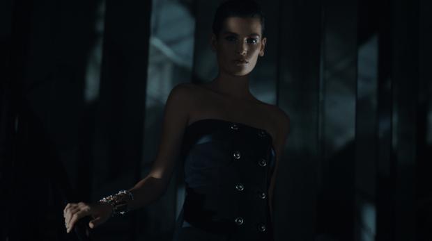 Фото №2 - Что на самом деле носят парижанки? Амбассадор Chanel, модная французкая актриса Альма Ходоровски комментирует любимые образы показа