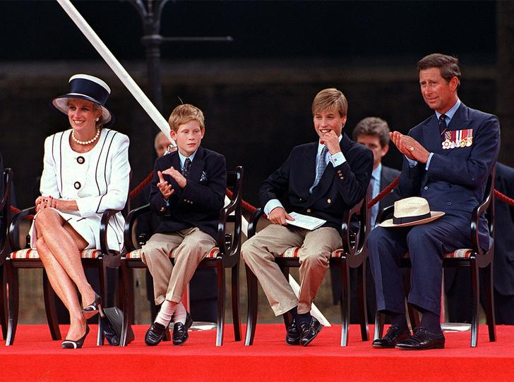 Фото №1 - Фирменные позы и жесты королевских особ (а вы замечали?)