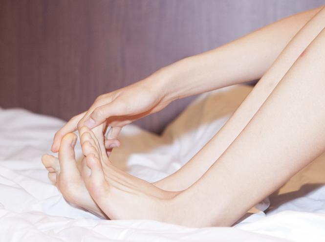 Фото №1 - Как ухаживать за кожей ног в холода