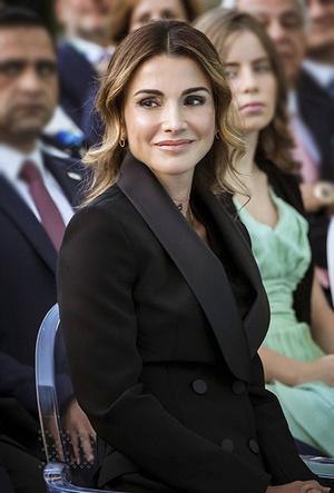Фото №15 - Дивный Восток: 10 лучших выходов иорданской королевы Рании за 2017 год