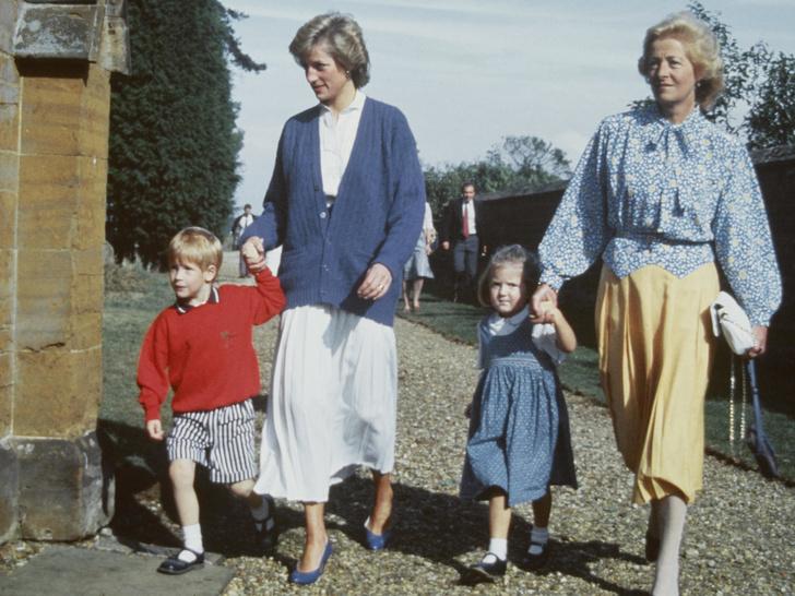 Фото №3 - Теща Его Высочества: как мать Дианы «поставила на место» Чарльза