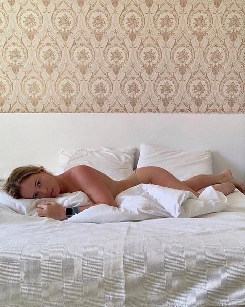 Экс-участница «Холостяка» Полина Гренц выложила обнаженное фото в постели