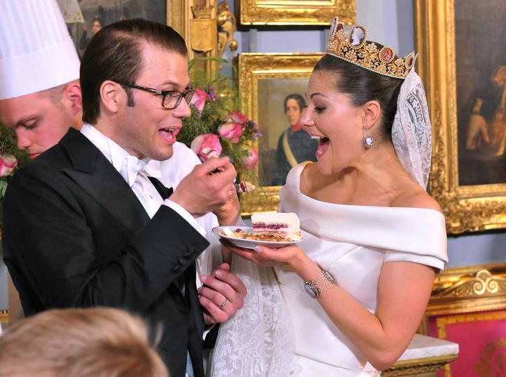 Фото №1 - Сладко: свадебные торты на королевских свадьбах