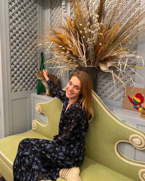 Фото №2 - Водянова надела дизайнерское платье с бабушкиными носками