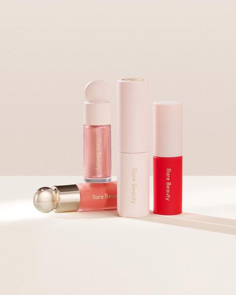 Фото №2 - Ставим лайк: идеальный набор косметики для модных осенних макияжей как у Селены Гомес