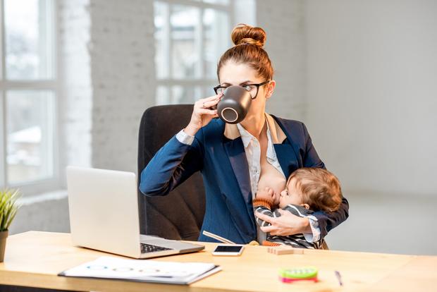 Фото №2 - Грудное вскармливание: 9 популярных мифов о диете кормящих мам