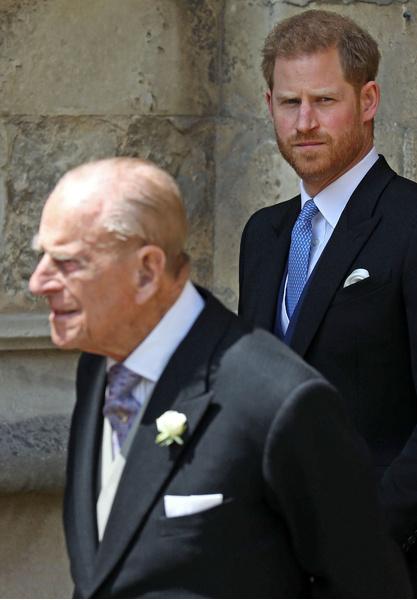 Фото №1 - Принц Гарри проспал смерть принца Филиппа