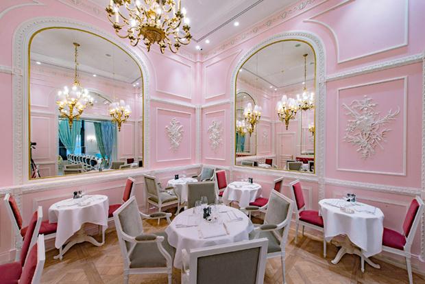 Фото №2 - «Скажи «Да!»: топ-7 самых романтических мест Москвы