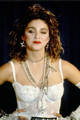 Фото №3 - Королева провокаций: 10 скандальных нарядов Мадонны, которые изменили моду