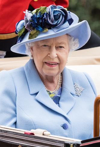 Фото №4 - Королева стиля: 5 образов Елизаветы II на Royal Ascot