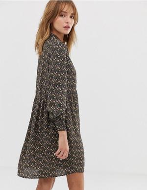 Фото №8 - 10 платьев-oversize, которые скроют все недостатки фигуры