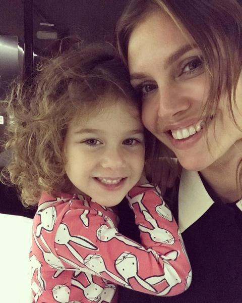 Фото №1 - Даша Жукова впервые показала дочь от Абрамовича