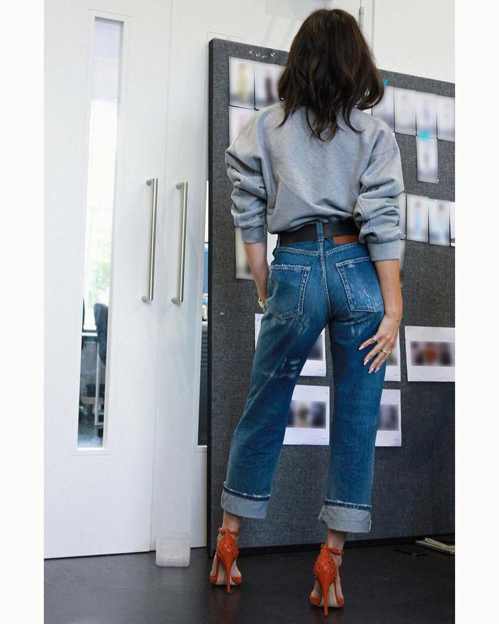 Фото №2 - В осеннем сезоне вам точно нужны джинсы, как у Виктории Бекхэм