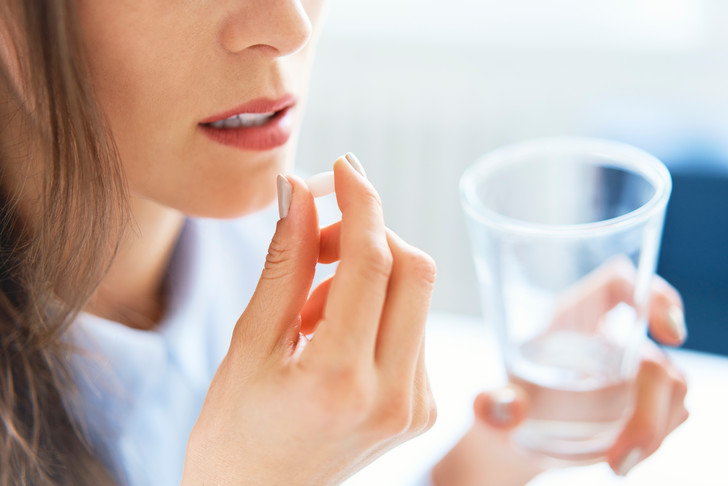 Фото №2 - Чем нужно запивать таблетки и почему
