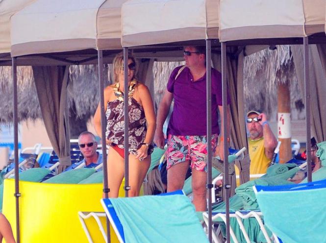 Фото №40 - Королевский пляж: плавки и бикини монарших особ