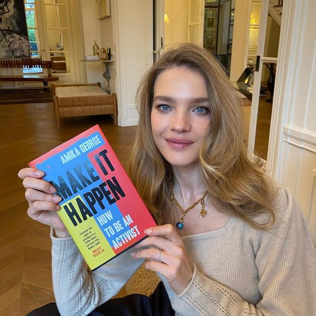 Фото №1 - Что читает супермодель Наталья Водянова?