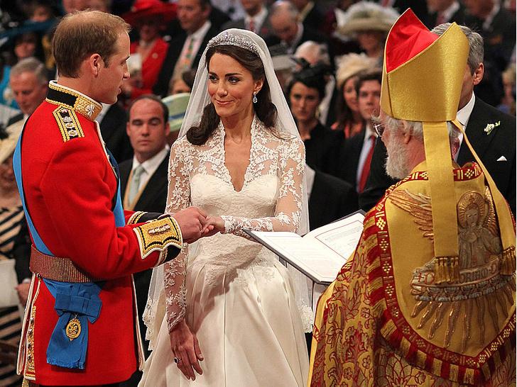 Фото №2 - Странный подход: чем Королева была недовольна на свадьбе Уильяма и Кейт