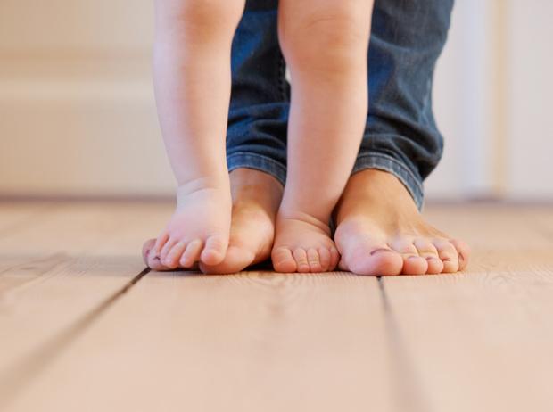 Фото №2 - Почему ребенок ходит на цыпочках: советы остеопата
