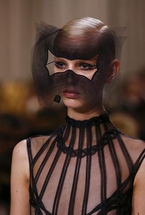 Фото №8 - Сюрреализм в масках: Dior Haute Couture SS18