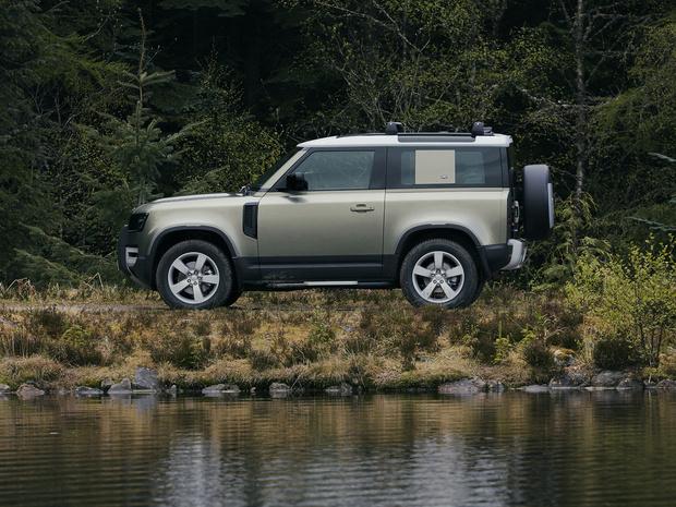 Фото №1 - Дорогой ты наш защитник!Land Rover ожидаемо удивил ценой на новый Defender
