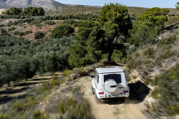 Фото №2 - Новый Mercedes-AMG G 63 умеет забираться на скалы