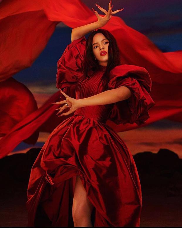 Фото №1 - Дикий ангел: Розалия стала амбассадором MAC cosmetics и представила красную помаду для самых страстных поцелуев