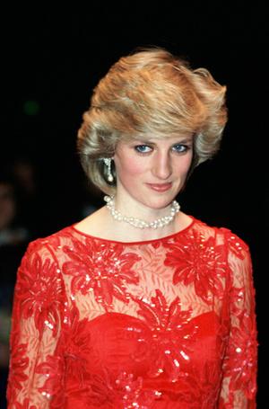 Фото №58 - 70 красных нарядов: как принцесса Диана носила любимый цвет