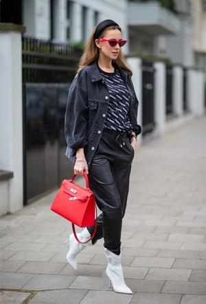 Фото №12 - Как носить кожаные брюки: самые стильные и простые сочетания