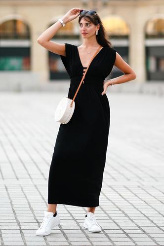 Фото №15 - Какие платья можно носить с кроссовками: советы стилиста