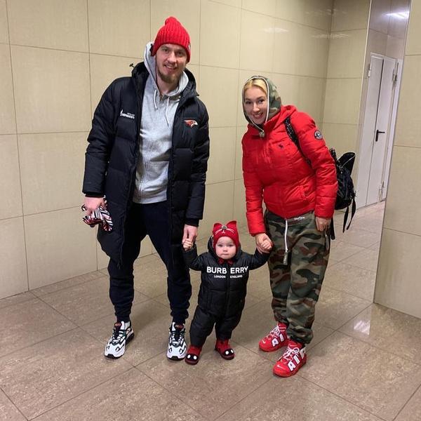 Игорь Макаров и Лера Кудрявцева с дочерью