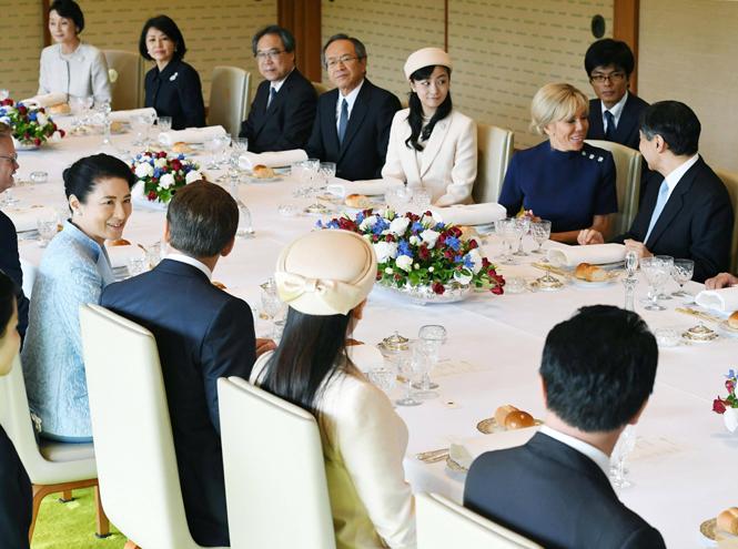 Фото №6 - Как прошла встреча четы Макрон с императором Японии
