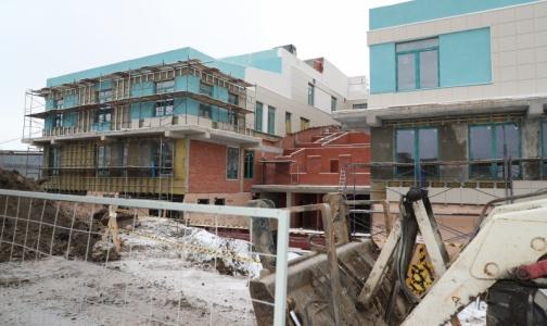 Фото №1 - Строящейся поликлинике в Стрельне дали новый срок