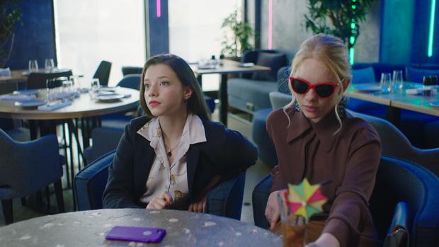 Фото №4 - Актрисы сериала «Сама дура»— о трудностях подростковой жизни и о том, как выжить с сестрой