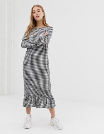 Фото №6 - 10 платьев-oversize, которые скроют все недостатки фигуры