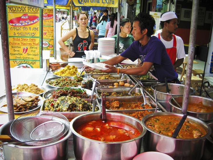Фото №1 - Бангкок планирует отказаться от уличных закусочных
