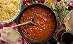 Простое второе: готовим макароны с фаршем и томатной пастой